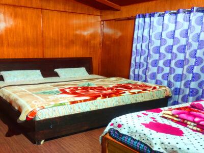 Room of Magpie Eco Retreat Deoriatal